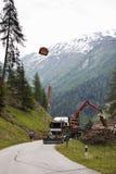 Silvicultura no vale de Tyroler Koednitz, Áustria imagem de stock