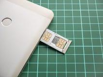 SIM Card Tray Filled med Nano SIM Card och mikroSIM Card Royaltyfri Foto