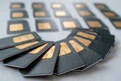 SIM-Karten werden wie ein Fan im Hintergrund ausgebreitet Lizenzfreie Stockfotografie