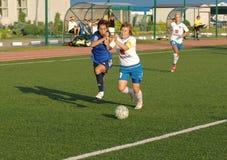 Simakina N (87, blanco) contra Kostanyan G (19, azul) Foto de archivo libre de regalías