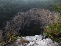 Simas de las Cotorras una dolina de la piedra caliza en selva mexicana Foto de archivo