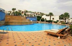 Simbassäng av det lyxiga hotellet, Egypten arkivfoton