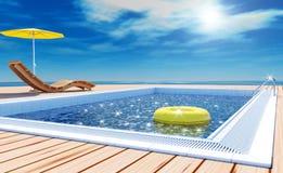 Simbassäng med livcirkeln, stranddagdrivare, soldäck på havssikten för sommarsemester Royaltyfria Foton