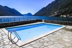 Simbassäng nära Lugano sjön Arkivbilder