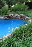 Simbassäng och trädgård för bild 8483 Arkivbild
