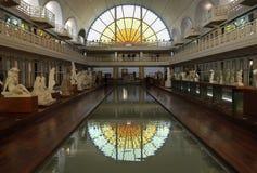 Simbassäng och utställningar på den Piscine konstmuseet för La och bransch, Roubaix Frankrike arkivbilder