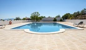 Simbassäng på avrivna villan för CasaLa den Cuerda Arkivfoton