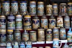 Simboli dei ricordi per i turisti e gli ospiti sulle vie di Budapest Fotografia Stock Libera da Diritti