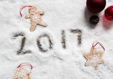 Simboli della decorazione di Natale per un cambiamento dell'anno a 2017 Fotografia Stock Libera da Diritti