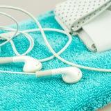 Simboli delle cuffie, del riproduttore mp3 e dell'asciugamano del turquise di vita moderna Immagine Stock