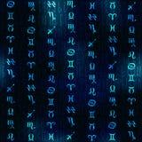Simboli dello zodiaco di incandescenza sul fondo della sfuocatura dei blu navy Immagine Stock Libera da Diritti