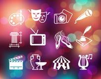 Simboli di cultura, di arti e di spettacolo sui precedenti variopinti con le luci defocused illustrazione vettoriale