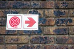 Simboli sulla parete della rottura Immagini Stock Libere da Diritti