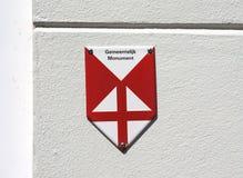 Simbolice la indicación de un monumento protegido en los Países Bajos foto de archivo libre de regalías
