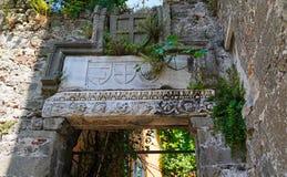 Simbolice los alivios que pertenecen al período Genoese en el castillo de Amasra imagen de archivo
