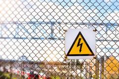 Simbolo ad alta tensione d'avvertimento Fotografia Stock Libera da Diritti