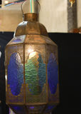 Simbolo d'attaccatura della lanterna della lampada di tradizione orientale d'annata araba classica della luce di islam ramadhan Fotografie Stock