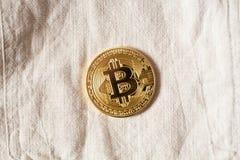 Simbolo del bitcoin dell'ultimo della moneta di oro di logo di Bitcoin Fotografia Stock
