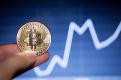 Simbolo del bitcoin dell'ultimo della moneta di oro di logo di Bitcoin della catena cripto del blocchetto del blockchain di tecno Immagini Stock Libere da Diritti