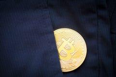 Simbolo del bitcoin dell'ultimo della moneta di oro di logo di Bitcoin della catena cripto del blocchetto del blockchain di tecno Immagini Stock