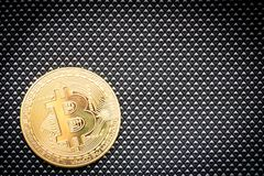 Simbolo del bitcoin dell'ultimo della moneta di oro di logo di Bitcoin della catena cripto del blocchetto del blockchain di tecno Fotografie Stock Libere da Diritti