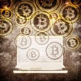 Simbolo del bitcoin e del computer portatile Immagine Stock Libera da Diritti