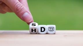 Simbolo del cambiamento da HD TV a 4K TV immagini stock