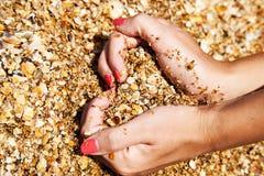 Simbolo del cuore in sabbia Immagine Stock