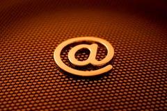 Simbolo del email dell'oro Fotografie Stock Libere da Diritti