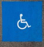Simbolo del punto di parcheggio di handicap fotografia stock libera da diritti