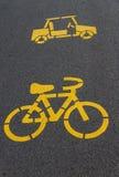 Simbolo dell'automobile e della bicicletta fotografia stock
