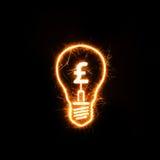Simbolo dell'interno britannico della libbra di valuta una lampadina scintillante Fotografia Stock Libera da Diritti