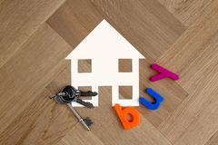 Simbolo della casa dell'affare con le chiavi immagini stock libere da diritti