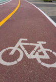 Simbolo della pista ciclabile in parco pubblico Fotografie Stock Libere da Diritti
