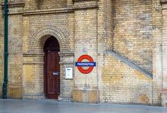 Simbolo della stazione della metropolitana di Londra Immagine Stock