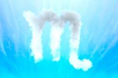 Simbolo di astrologia in materiale della nuvola - scorpione fotografie stock