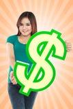 Simbolo di dollaro della tenuta della giovane donna Fotografia Stock