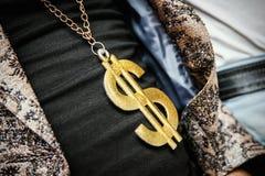 Simbolo di dollaro su una catena fotografia stock libera da diritti