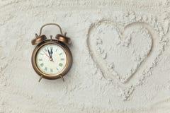 Simbolo di forma del cuore e dell'orologio Fotografia Stock Libera da Diritti