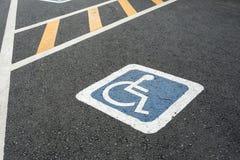 Simbolo di handicap sulla strada immagine stock libera da diritti