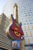 Simbolo di Hard Rock Cafe a Varsavia, Polonia Fotografia Stock Libera da Diritti