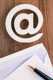 Simbolo di Internet dell'icona del email Fotografia Stock Libera da Diritti