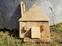Simbolo di legno fatto a mano della casa Fotografie Stock Libere da Diritti