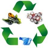 Simbolo di riciclaggio dei rifiuti nel fondo bianco Fotografie Stock Libere da Diritti