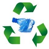 Simbolo di riciclaggio dei rifiuti nel fondo bianco Fotografia Stock