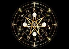 Simbolo di Wiccan di protezione Rune di Mandala Witches dell'oro, divinazione mistica di Wicca Simboli occulti antichi, ruota del illustrazione di stock