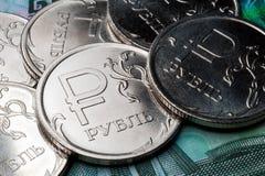 Simbolo nuovo le monete da una rublo Fotografia Stock Libera da Diritti