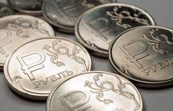 Simbolo nuovo le monete da una rublo Immagini Stock Libere da Diritti