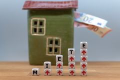 Simbolo per gli aumenti di affitto immagine stock libera da diritti