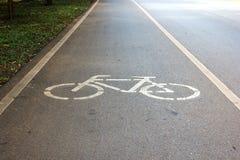 Simbolo per indicare la strada per le biciclette Fotografie Stock Libere da Diritti